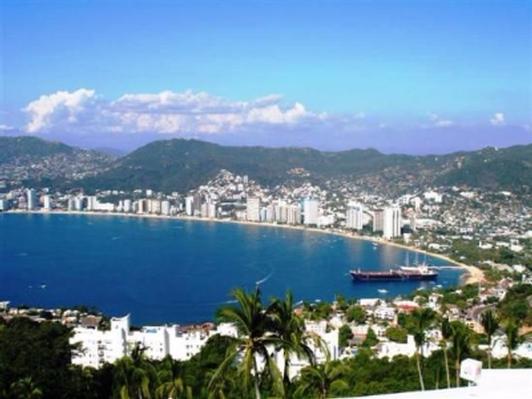 Acapulco Getaway for 10!