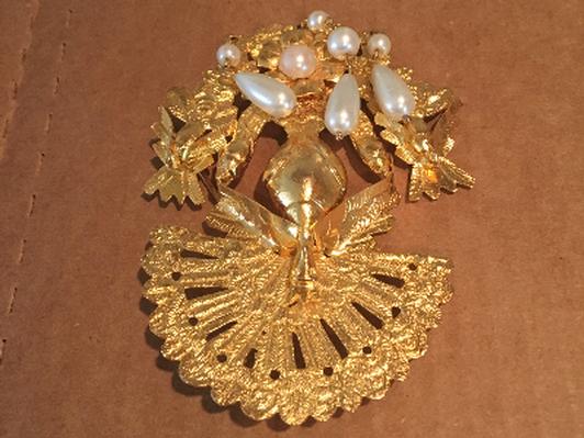 Broche banado en oro