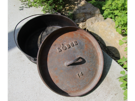 Vintage, 3-footed, Lodge #14 cast iron Dutch Oven with lid & bail handle (1 of 2)