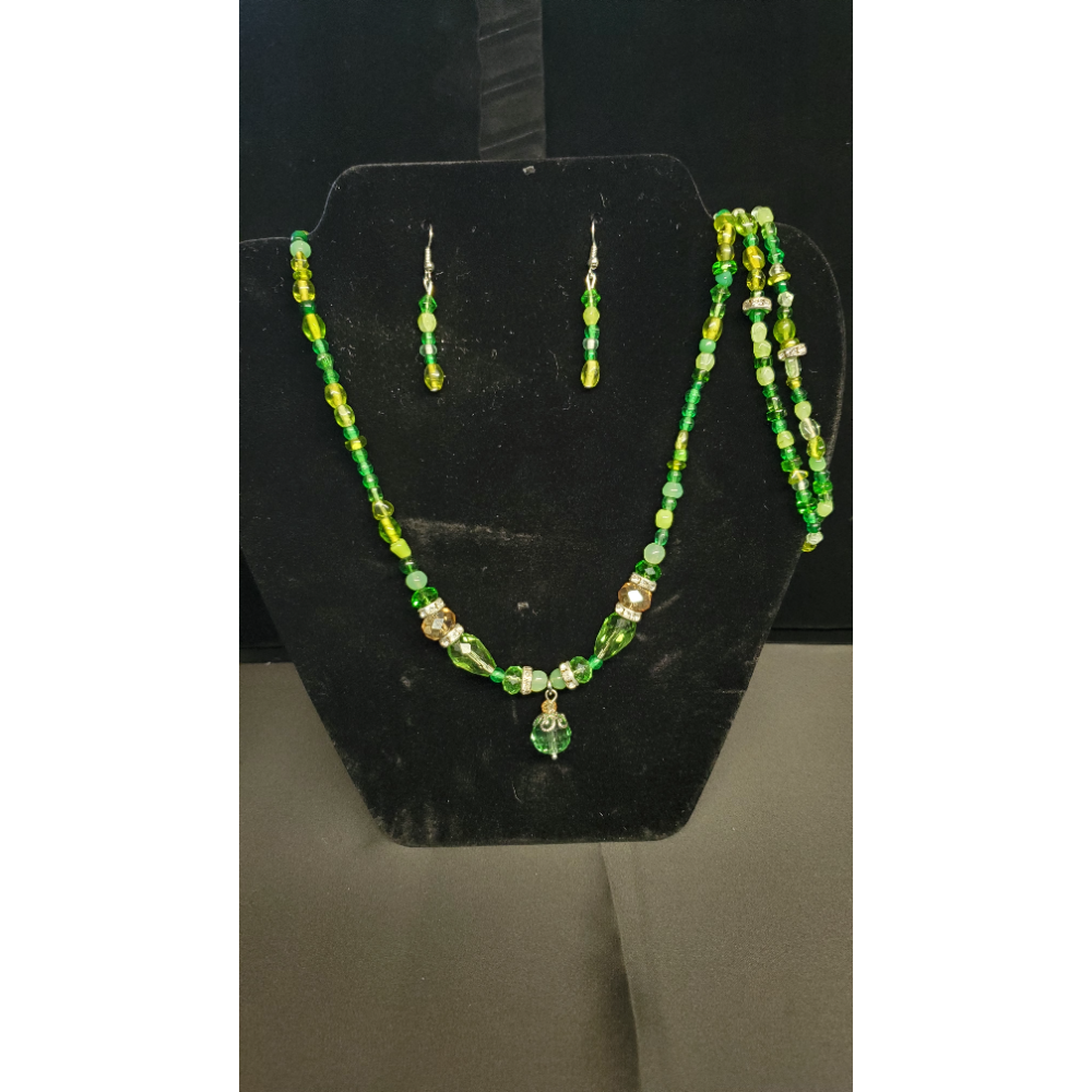 "Green Beaded 29"" Necklace with 2 7 1/2 Bracelets and Matching Earrings"