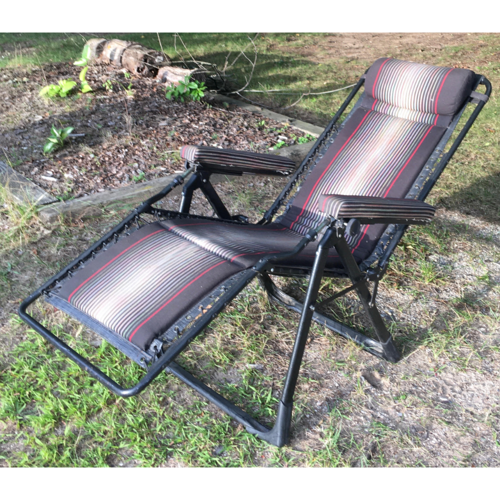 Zero Gravity Padded Chaise Lounge Chair