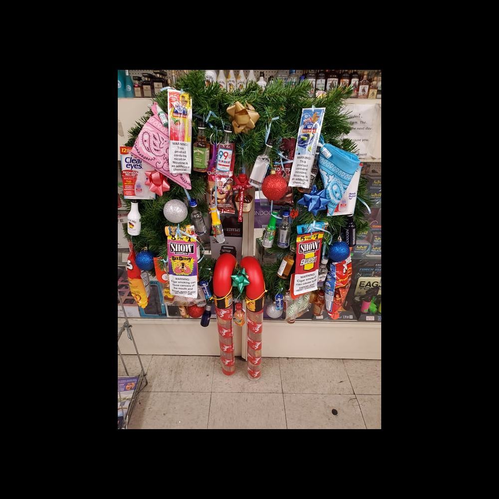 Plaza Market, 29 Palms Wreath