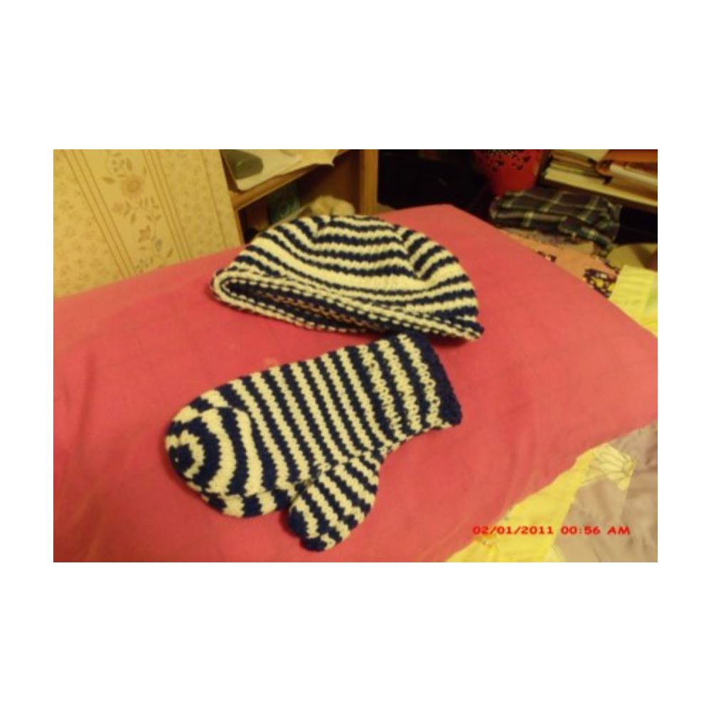 Men's Crocheted Hat & Mittens