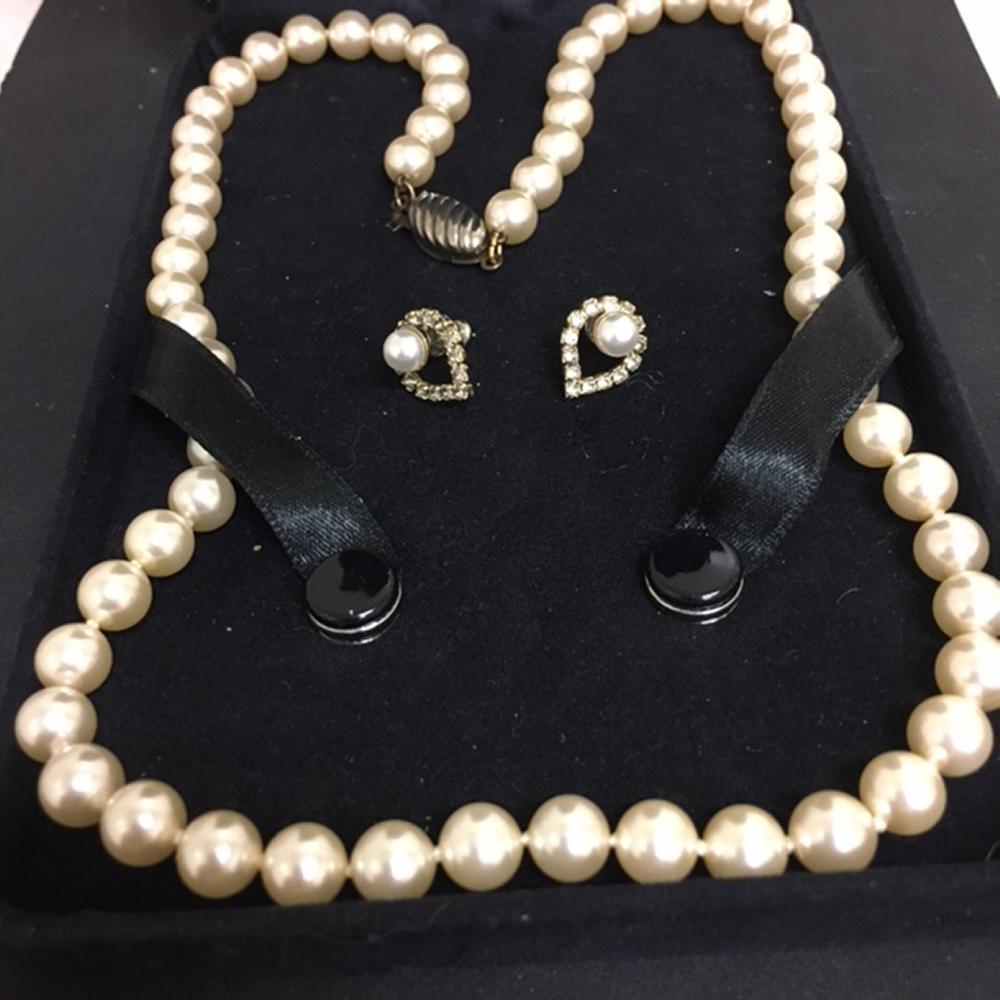Pearl necklace, earrings, bracelet