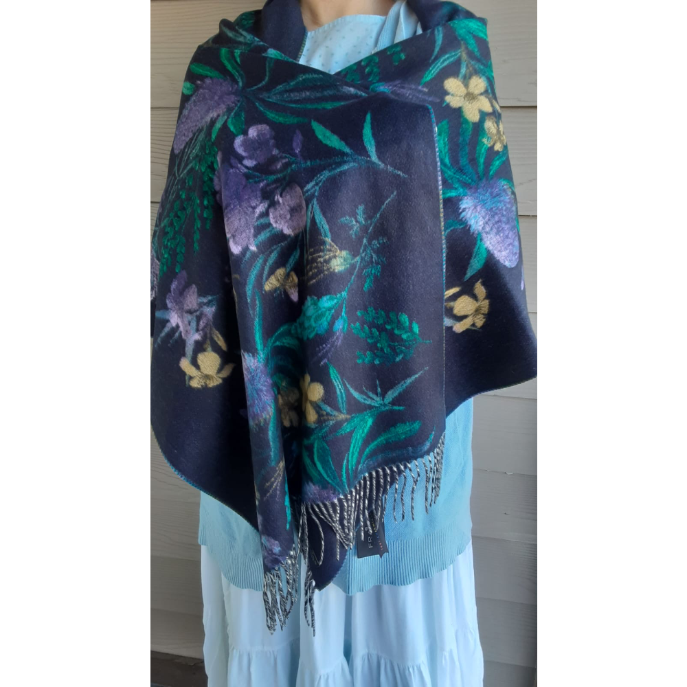 Fraas woman's scarf