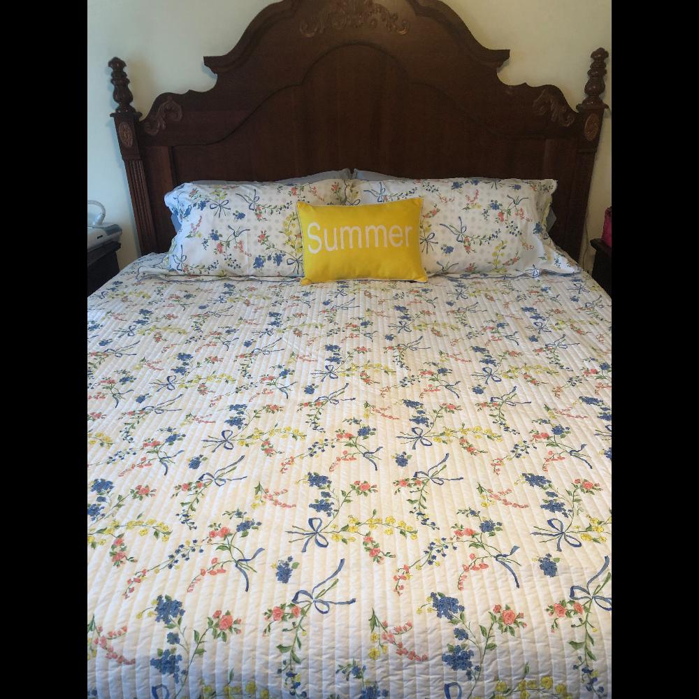 Queen Bedspread (or King Coverlet) + 2 Shams